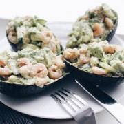 gevulde-avocados-garnalen-dille